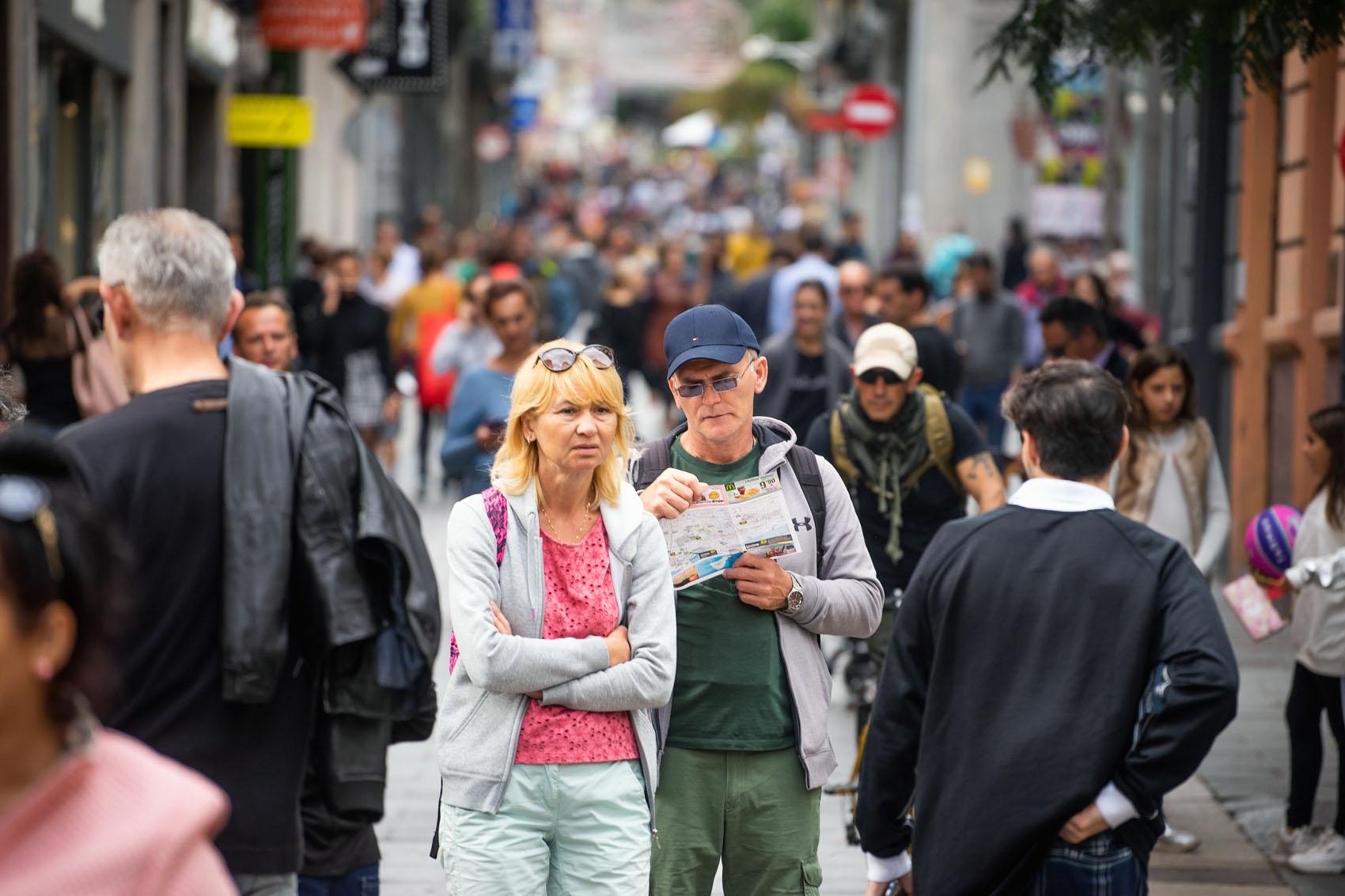 Touristen in Santa Cruz Teneriffa